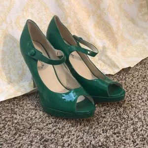 Super cute Green Heels